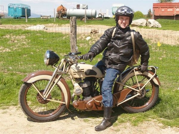 Motos d'époque - Page 2 0cc04402
